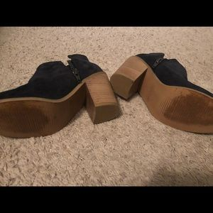 Kenneth Cole baby booties size 6.5